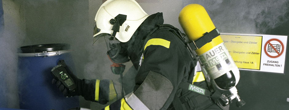 entry into confined space with escape breathing apparatus.jpg